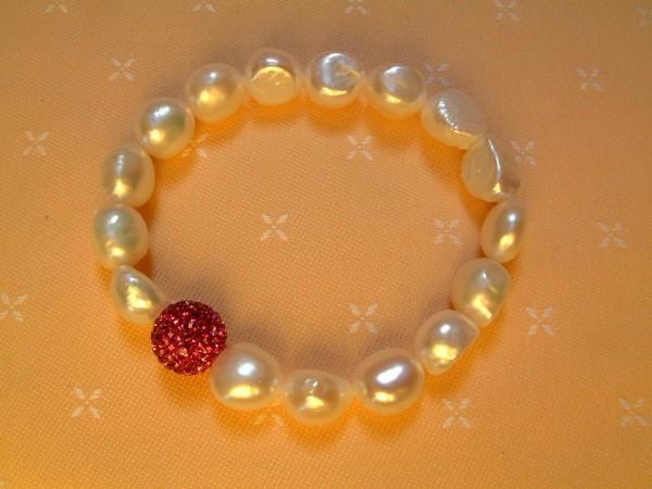 Barockes Süßwasser Perlen Armband - Stretch - mit Strasskugel in pink - trendy !