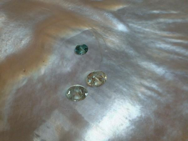 3 Blaue Zirkone - ca. 3,5 bis 5 mm - Brillant Schliff - ca. 2,0 ct. - EDEL & RAR !