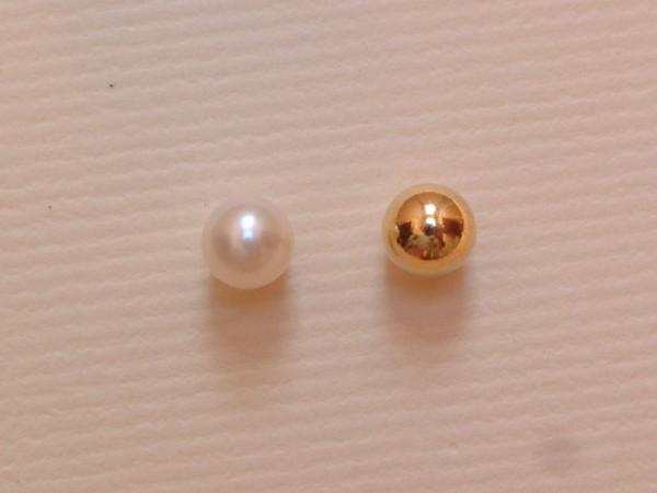Two in One - Perlen & vergoldete Silberkugeln - 6 mm - Ohrstecker - weiß - Sterling Silber - 925 -