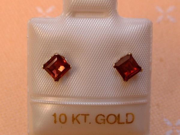 Feinste Granat Ohrstecker Ohrringe - 4 x 4 mm - 10 Kt. Weißgold - 417 - Carré Schliff