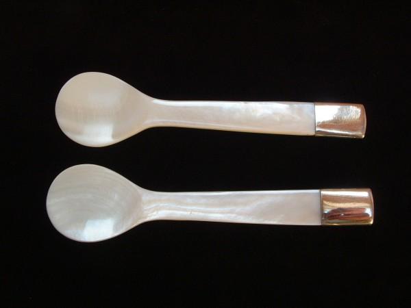 2 feinste Designer Kaviar Perlmutt Löffel - MOP - Silber Cap - Klassisches Design !