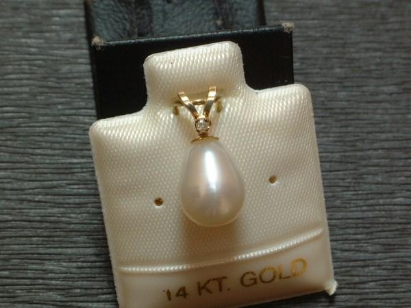Exclusive Perle mit Diamant - weiß - gefasst in 14 Kt. Gold - 585 - Anhänger TOP