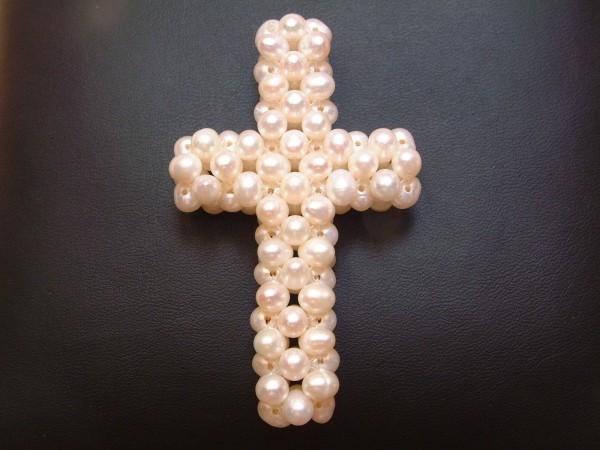 Perlen Kreuz - Anhänger aus ca. 100 echten Zuchtperlen - für Kette oder Reifen !