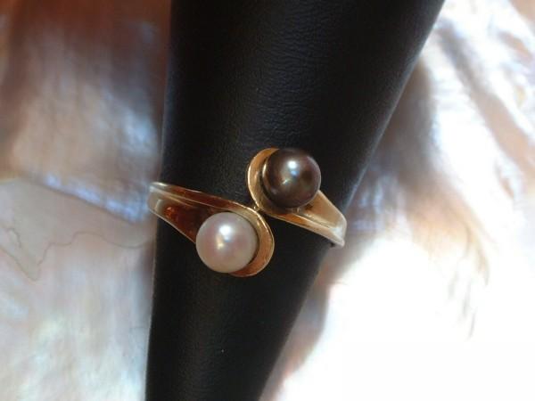 Exclusiver Perlen Ring - anthrazit & weiß - in 14 Kt. Gold - 585 - Gr. 56 - second hand - TOP