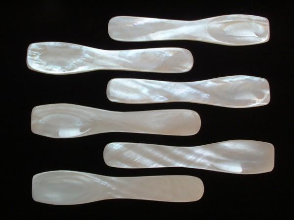 12 Perlmutt Löffel für edelste Kaviarsorten - 7,5 cm - Top Design - der pure Genuß !
