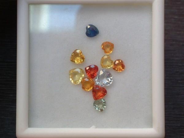 Tolle bunte Saphire - 3 - 4,5 mm - Herz Schliff - Lot mit ca 2 ct. - FANCY - TOP