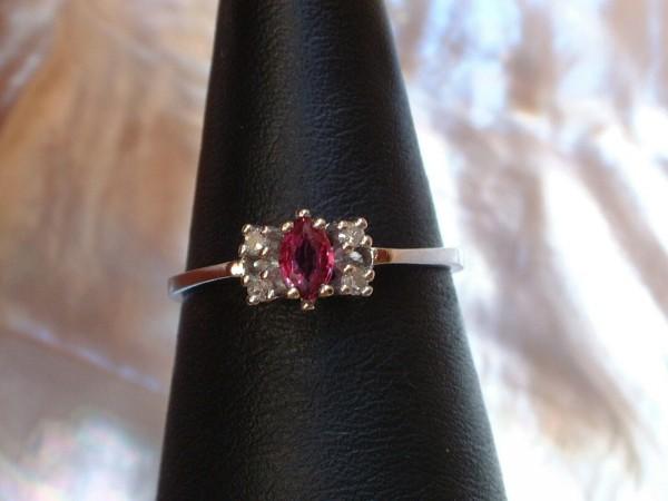 Pinkfarbener Saphir & Brillant Ring - 14 Kt. Weißgold - 585 - Navette/Marquise Schliff - second hand